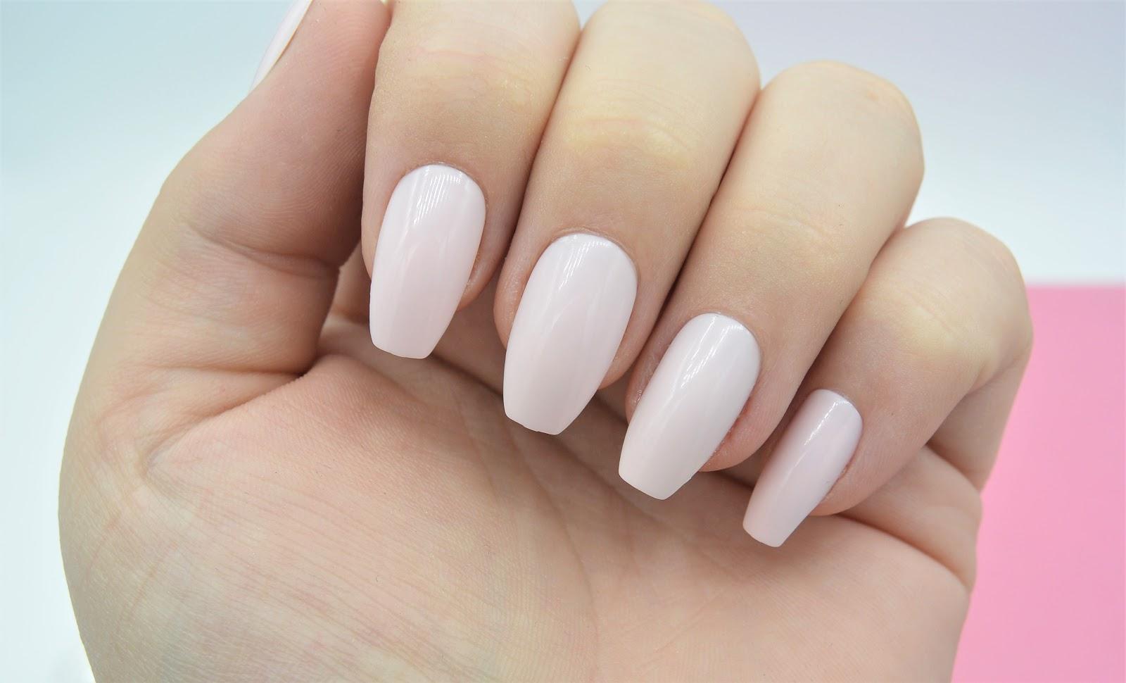 Review Elegant Touch Beautygloss [Mascha Feoktistova] Nagels - Irispraat.nl