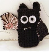 http://translate.google.es/translate?hl=es&sl=auto&tl=es&u=http%3A%2F%2Fcultofcrochet.wordpress.com%2F2011%2F03%2F19%2Fvampire-bat-phone-case%2F