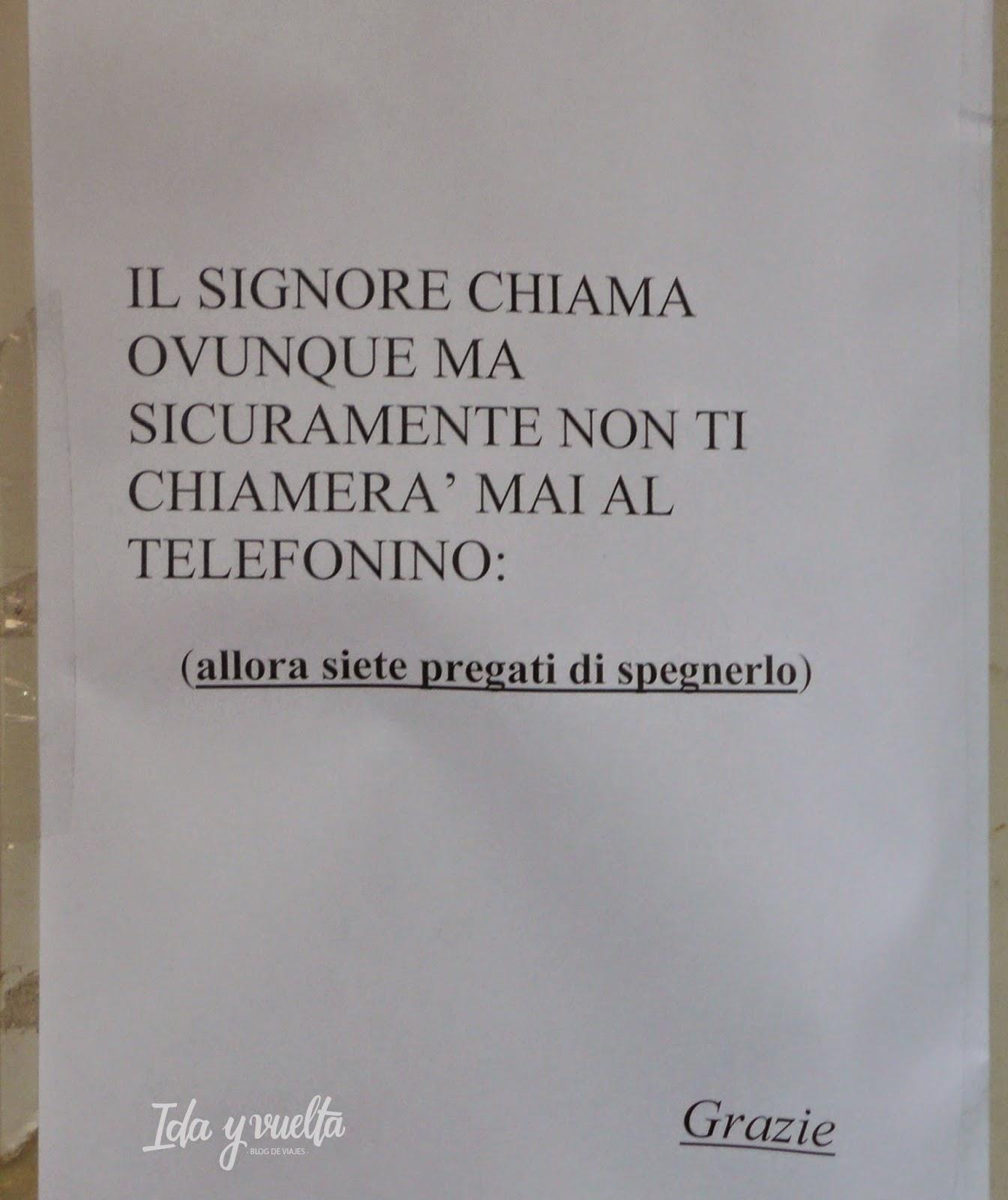 Cartel en una iglesia