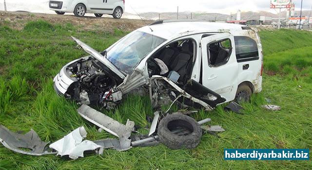 DİYARBAKIR-Diyarbakır-Silvan Karayolunda meydana gelen trafik kazasında yolun dışına çıkan araç içerisindeki 4 kişi yaralandı.