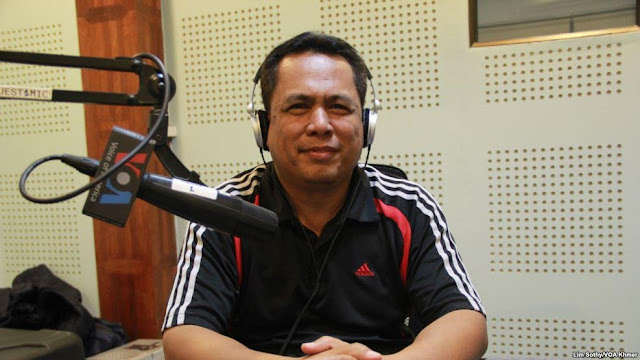 FILE - Kem Ley, a Cambodian analyst, discusses the meaning of color revolution and freedom of expression in Cambodia during Hello VOA call-in show in Phnom Penh, on Thursday, June 30, 2016. (Lim Sothy/VOA Khmer)