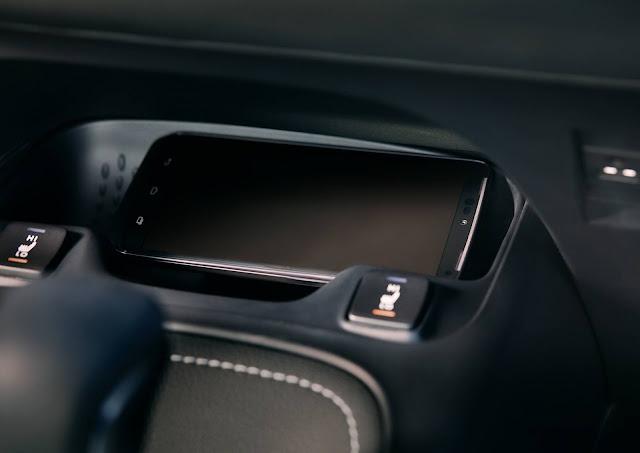 Toyota Corolla Hatchback 2019 - interior