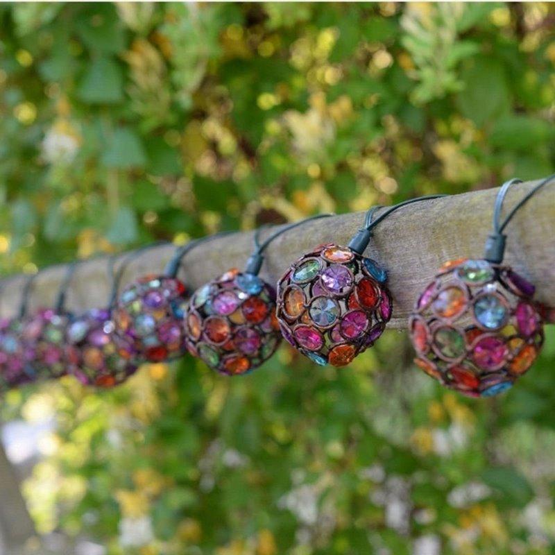 farolillos colores luz led en jardín
