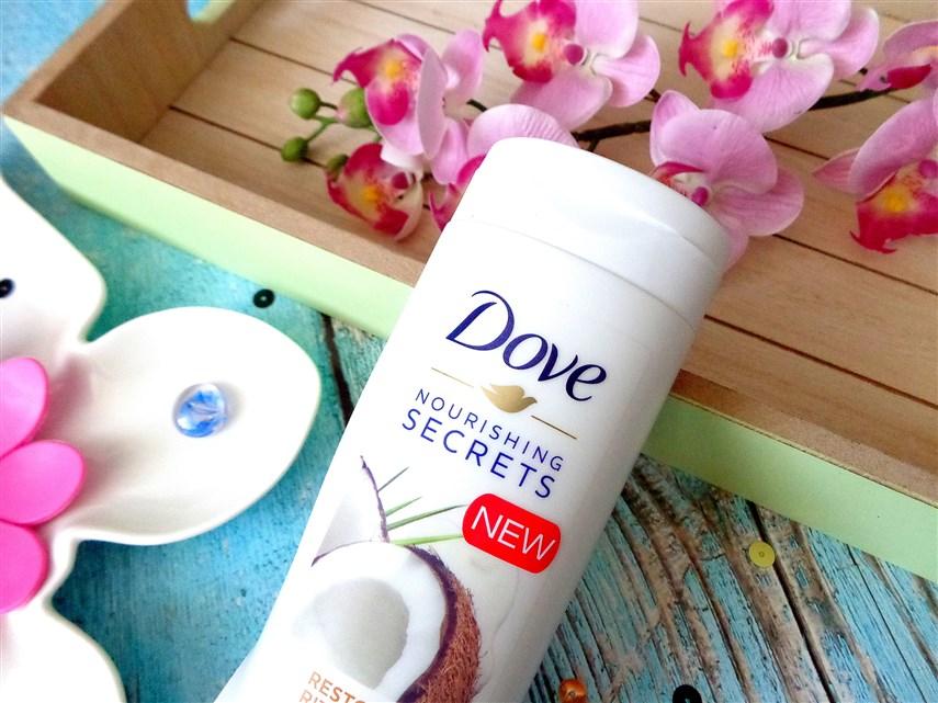 Zdjęcie kokosowego balsamu do ciała Dove Nourishing Secrets Restoring Ritual