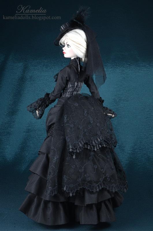 Wiktoriańska suknia dla Evangeline Ghastly.