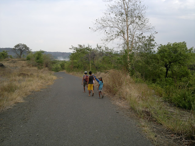 The Road to Canding River