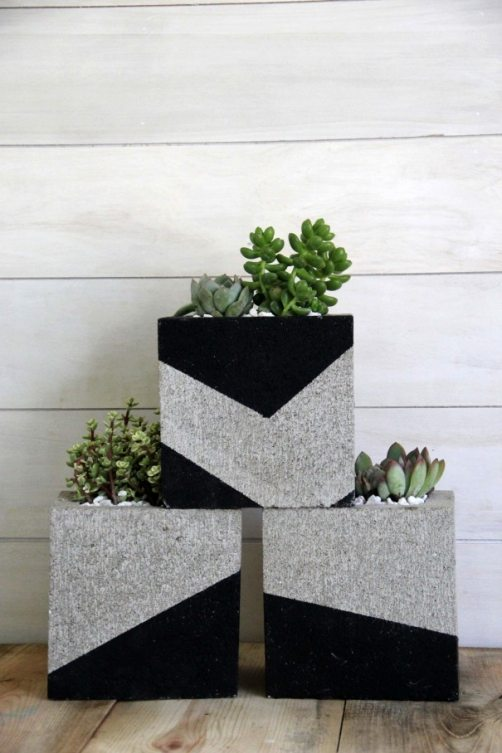 STUNNI%257E4 25 Stunning Planter Concrete Blocks Alternatives to Transform Your Backyard And That Are All Your Front Porch Needs Interior