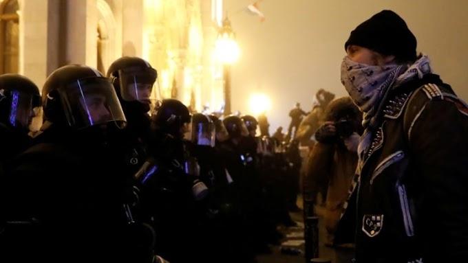 A rendőrség higgadt maradt, nem alkalmazott felesleges, túlzó erőszakot