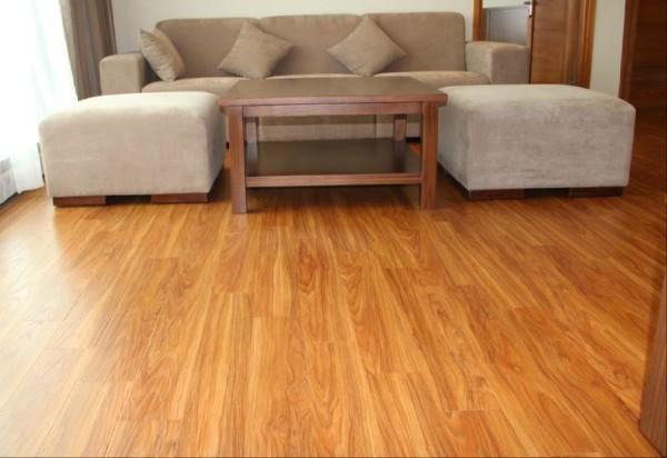 Thợ làm sàn nhựa Hèm Khoá giả gỗ giá rẻ tại hà nội chuyên nghiệp, Thi Công lắp đặt sàn nhựa Trọn Gói