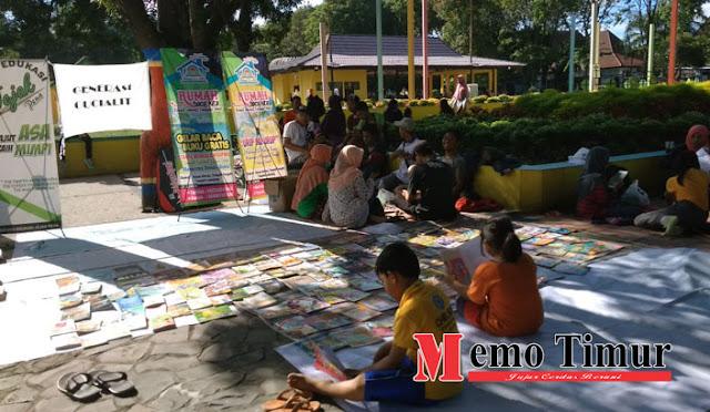 Perpustakaan jalanan oleh komunitas di Lumajang