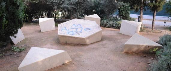 Profanaron Memorial del holocausto en Atenas