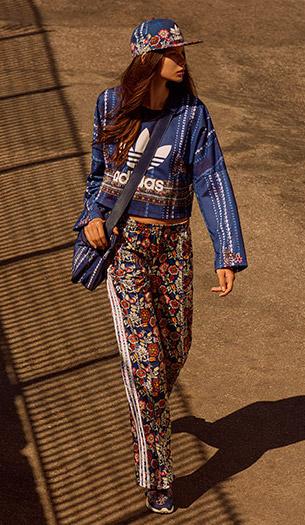 cropped moleton boné bolsa e tênis Farm e Adidas Originals quinta coleção