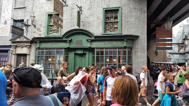 Florida | The Wizarding World of Harry Potter, Flourish & Blotts