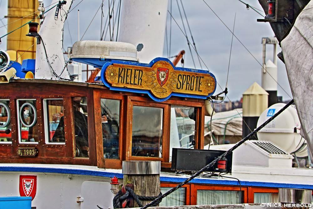 Nettes Motiv am Kieler Hafen, Kieler Sprotte