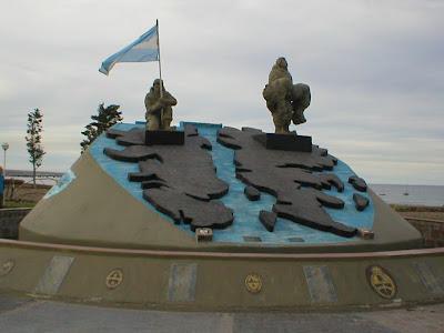 soldados malvina monumento
