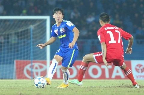 Tiền vệ Trần Minh Vương nhận thẻ đỏ trực tiếp rời sân