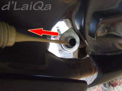 lubang pengisian oli mesin telah terbuka