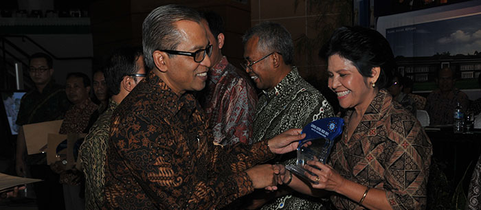 Penganugerahan Piala Juara Web Tahun 2012 oleh Rektor IPB