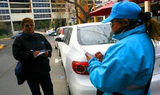 El rumor de la suba de la tarifa del Eco (estacionamiento controlado) comenzó a circular en marzo pasado. Ayer, desde la Municipalidad de la Capital confirmaron que a partir de mañana estacionar una hora costará $10. En la actualidad, la tarifa es de $5. Se trata del incremento más alto desde 2013, cuando escaló de $1,50 a $3.
