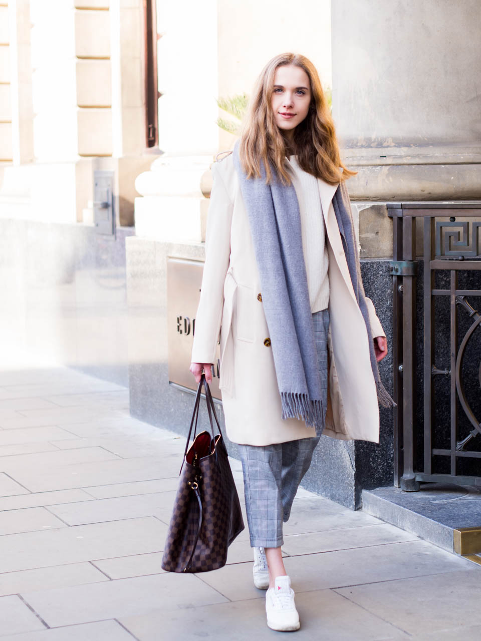 spring-outfit-with-trench-coat-and-check-trousers