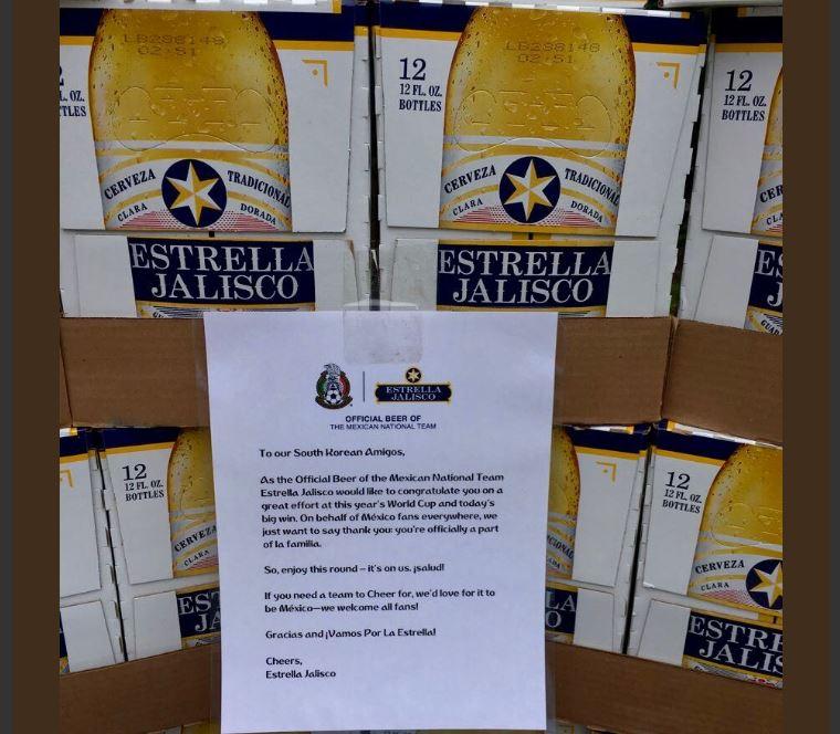 Empresa mexicana regala cervezas en la Embajada de Corea como agradecimiento.