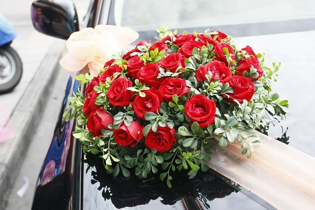 kiểu cắm hoa xe cưới đẹp nhất