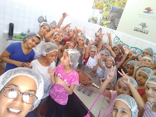 Cerca de 200 crianças e adolescentes participam de oficina de chocolate
