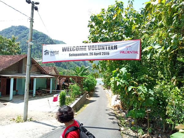 Pengalaman Mengesankan Bersama PRUVolunteer Bedah Rumah Di Desa Selopamioro Bantul