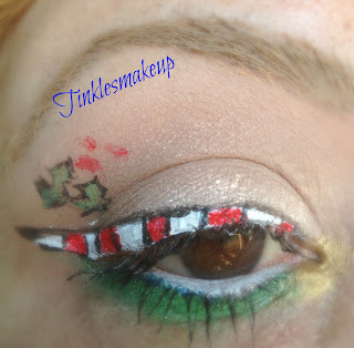 eye_makeup_look_candy_cane_liner