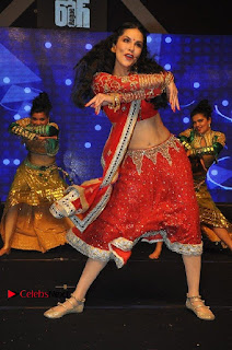 Bollywood Actress Model Sunny Leone Dance Performance in Red Half Saree at Rogue Audio Launch 13 March 2017  0099.jpg