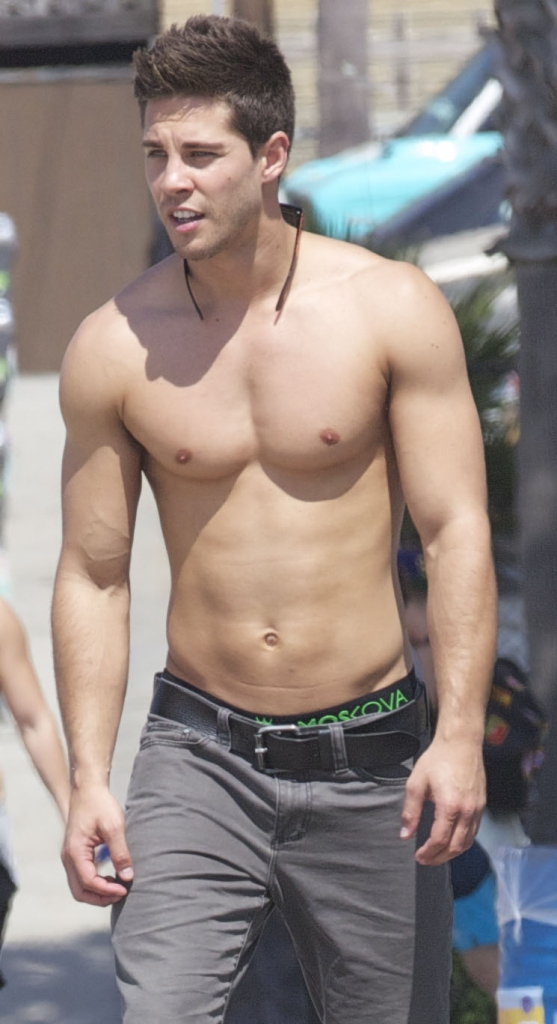 dean geyer skateboards without his shirt on oh yes i am