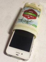 http://artes.uncomo.com/articulo/como-hacer-una-funda-para-iphone-con-un-desodorante-23865.html