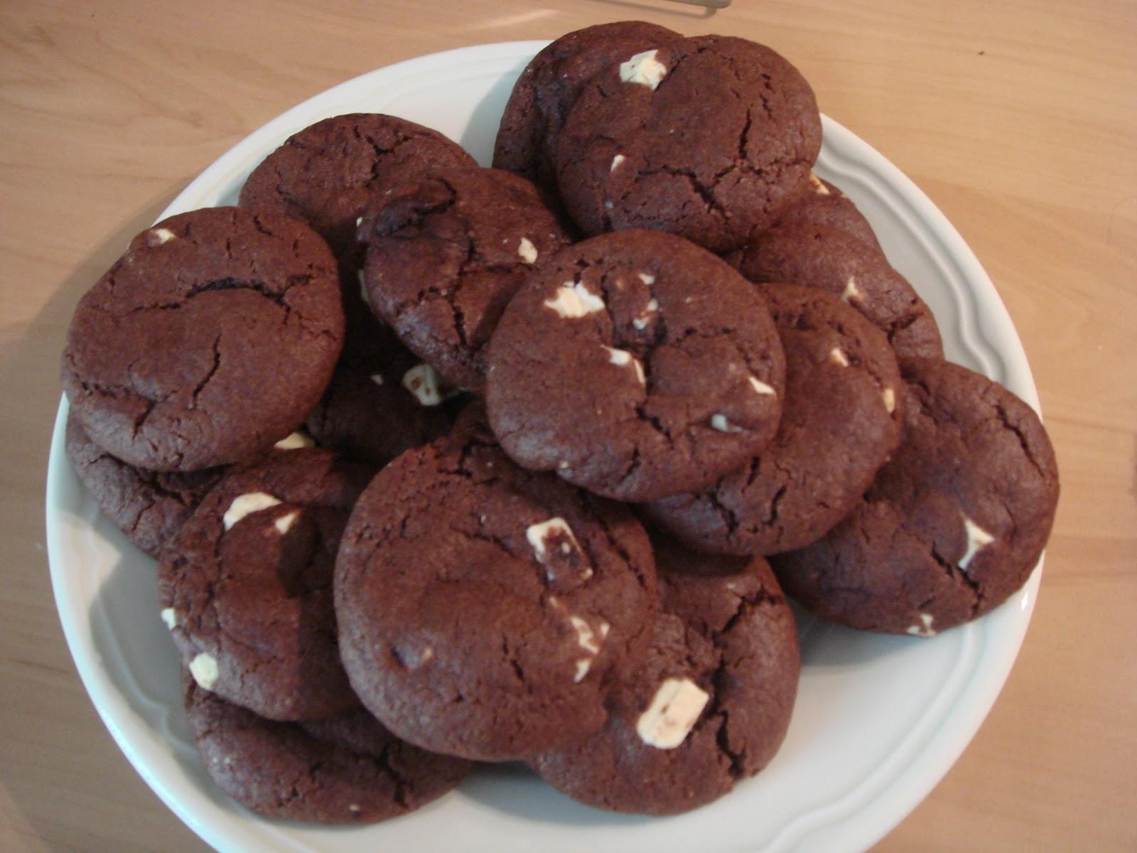 les recettes d 39 emilie cookies au chocolat noir et chocolat blanc. Black Bedroom Furniture Sets. Home Design Ideas