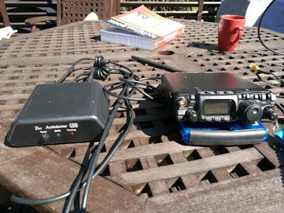 Radio, Tuneri ja antennianalysaattori(Radion alla)