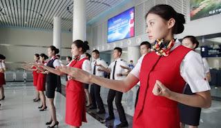 Китайские стюардессы осваивают рукопашный бой