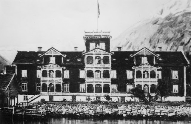 The original guest house and store were eventually razed to make room for the the new Kviknes Hotel in 1890 designed in the popular Swiss-style architecture found throughout Norway at the time.