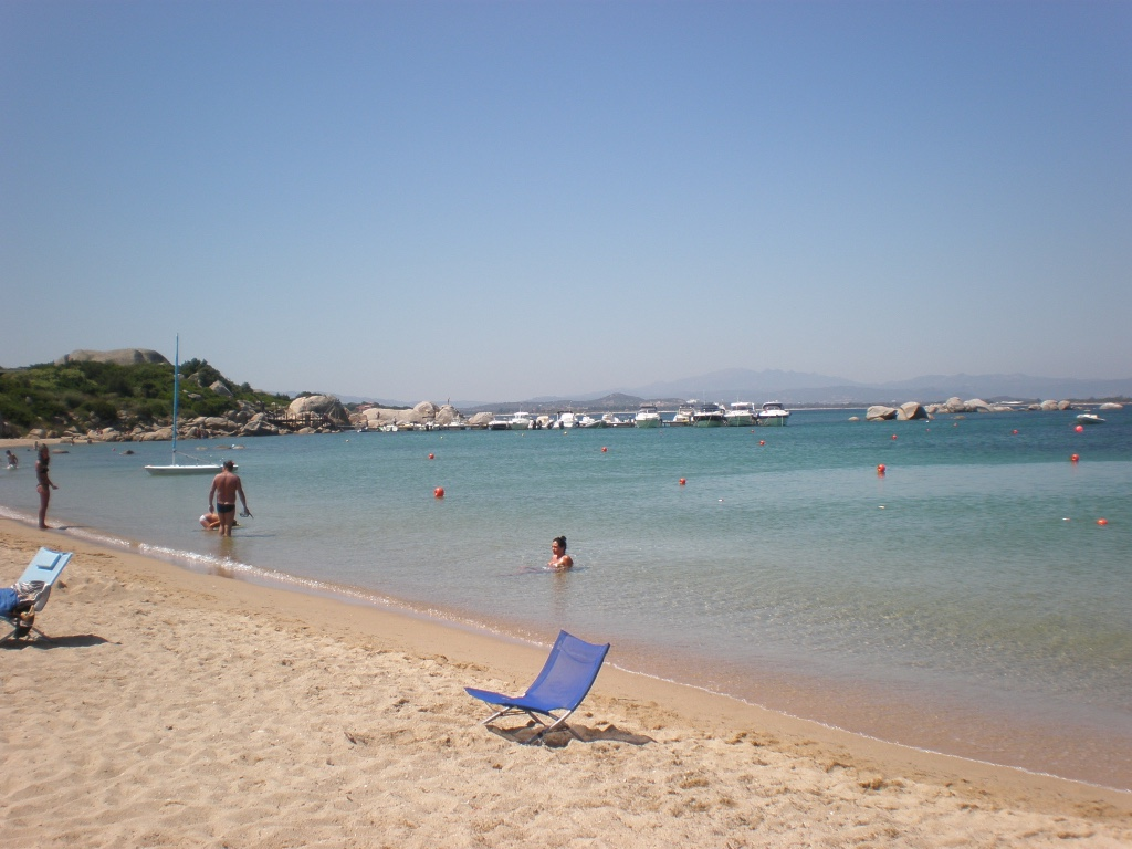 Spiaggia li cuncheddi vicino olbia un sardo in giro for Villaggio li cuncheddi sardegna