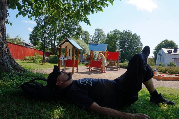 J.L. Runebergilla risteily Porvoosta Helsinkiin lasten kanssa / Borgströmin leikkipuisto