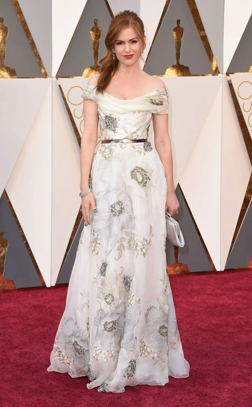 Isla Fisher in a white floral Marchesa gown at the Oscars 2016