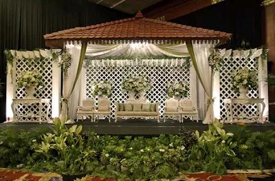 dekor pernikahan unik bernuansa putih