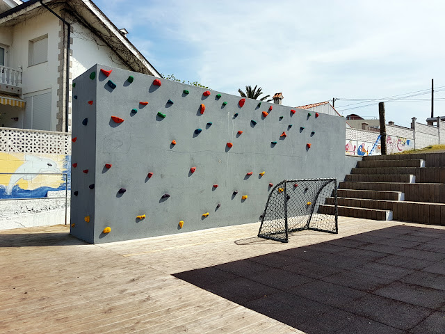 Pared de escalada de Art Surf Camp