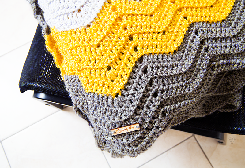 The Arya throw blanket crochet pattern by MyLovelyHook