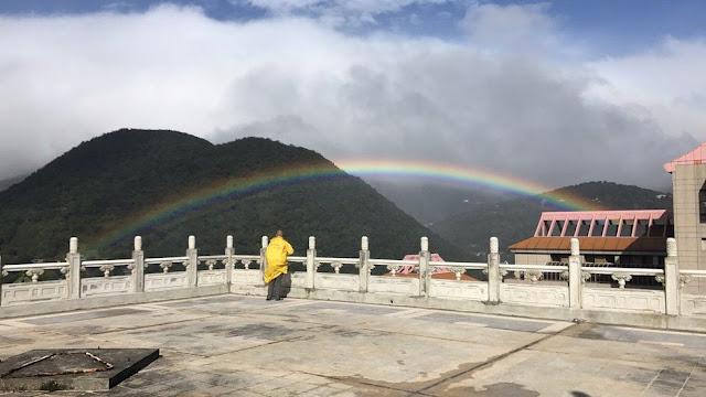 Du khách có thể đến vùng núi Dương Minh ở Đài Bắc vào mùa đông để được tận mắt quan sát cầu vồng xuất hiện kéo dài hàng tiếng đồng hồ. Hình ảnh: Chinese Culture University.