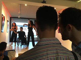 Ο Γιώργος Κοντομηνάς περιγράφει στο Βαγγέλη την χορευτική παράσταση