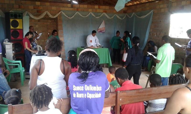 Comunidade de Ceará participa de celebração religiosa.