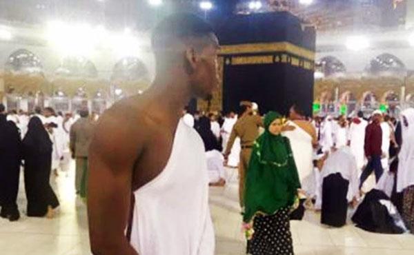 Paul Pogba sambut Ramadan di depan Kaabah