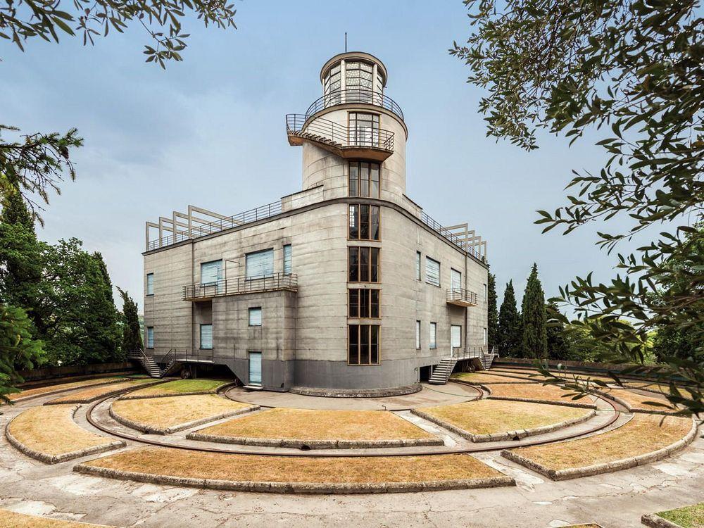 Villa Girasole: The House That Rotates (7 Pics)