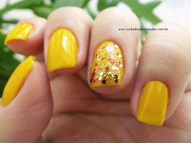 Unhas Esmalte amarelo