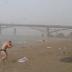 Ellos estaban en la Playa, cuando salió ESTO de la nada… ¡QUE MIEDO!