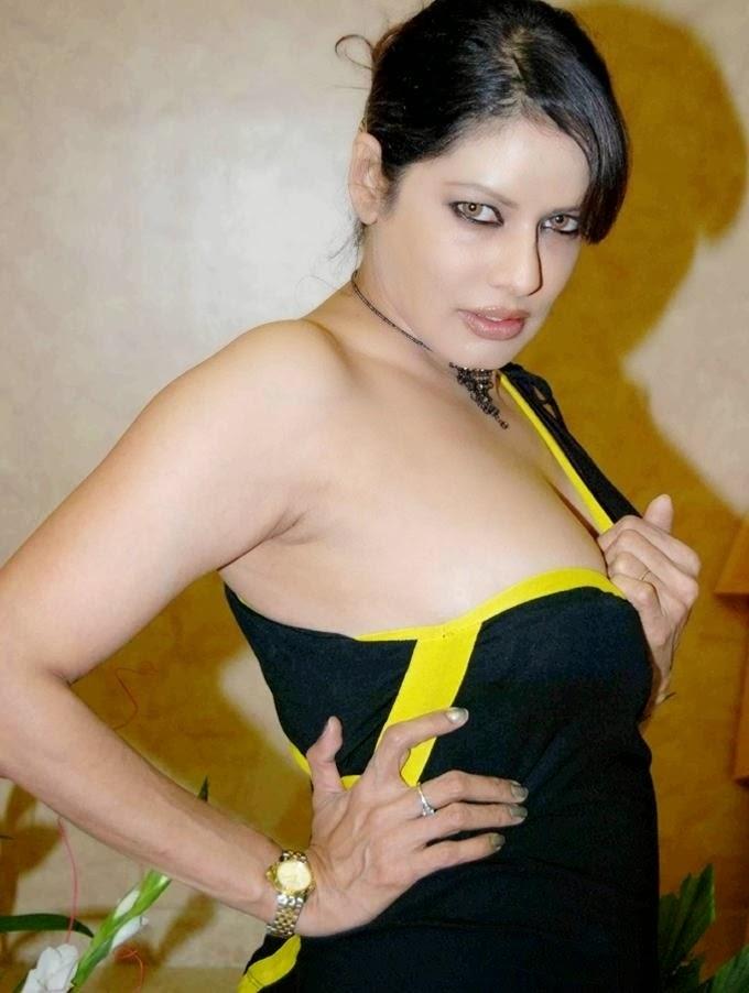 Poonam Jhawar Hot Busty Cleavage Pics